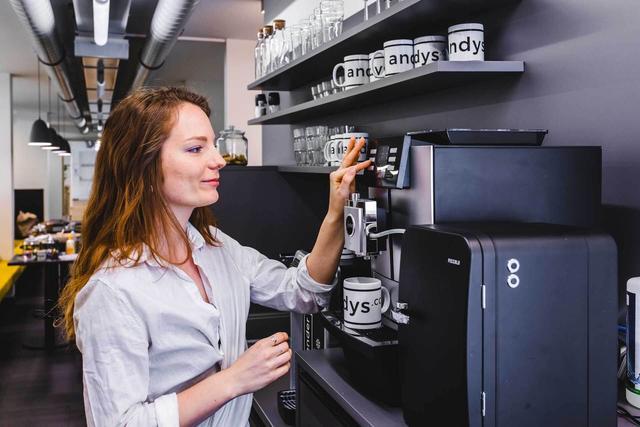 Coworking Space Küche mit Kaffeemaschine